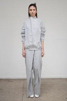 Thomas Tait:  Объемная одежда архитектурных форм. Изображение №5.