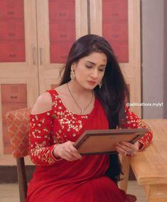 Mehndi Dress, Saree Dress, Salwar Designs, Saree Blouse Designs, Girl Photo Poses, Girl Photos, Designer Blouse Patterns, Red Saree, Fancy Sarees