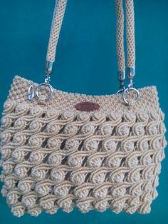 Macrame bag Macrame Purse, Macrame Art, Macrame Projects, My Bags, Purses And Bags, Knitting Paterns, Diy Purse, Macrame Tutorial, Crochet Handbags