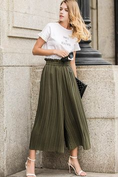 Available Sizes : S/M/L Length(cm) : Waist(cm) : 58 - Type : Loose Material : Linen Cotton Pattern : Patchwork Length Style : Seven's Decoration : Pleated Color : Green Mode Chic, Mode Style, Trouser Outfits, Skirt Outfits, Trousers Women, Pants For Women, Clothes For Women, Fashion Pants, Fashion Outfits