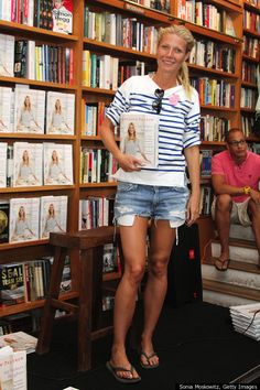 no makeup. at a book signing. i love her. and i am totes buying the book.