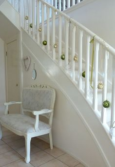 A Whole Bunch Of Christmas Staircase Decorating Ideas | Christmas ...
