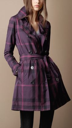 I really want the classic khaki Burberry trench, but I'm loving the obnoxious effect of this gorgeous purple one! Burberry Trenchcoat, Burberry Plaid, Fall Outfits, Fashion Outfits, Autumn Winter Fashion, Autumn Style, Material Girls, Contemporary Fashion, Coats For Women