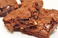 Receita de Brownie de Alfarroba com Biomassa de Banana Verde: uma deliciosa receita funcional de brownie de liquidificador sem glúten e sem lactose! Keto Brownies, Crock Pot Brownies, Gluten Free Brownies, Boxed Brownies, Coffee Brownies, Protein Brownies, Blondie Brownies, Homemade Brownies, Brownie Cake