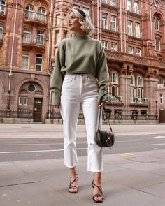 Turtleneck - Shop for Turtleneck on Wheretoget Source by cookiepastor jeans outfit Mode Outfits, Jean Outfits, Trendy Outfits, Fall Outfits, Fashion Outfits, Spring Outfits Classy, Cream Jeans Outfit, Outfit Jeans, White Jeans Winter Outfit