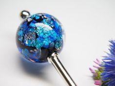 青の地に銀泊を貼り 青系の色ガラスを重ねたとんぼ玉を かんざしに加工しましたとんぼ玉   素材 :ガラス・銀泊   サイズ:高さ 約2.1㎝       幅 ...|ハンドメイド、手作り、手仕事品の通販・販売・購入ならCreema。