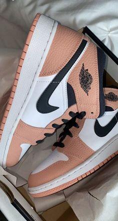 Jordan Shoes Girls, Girls Shoes, Shoes Women, Cute Sneakers, Shoes Sneakers, Zapatillas Nike Jordan, Nike Shoes Air Force, Aesthetic Shoes, Hype Shoes
