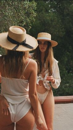 Australian stylish women& hat brand Lack of Color& new summer collection, Summer of Sun, takes you on a journey of travel and exploration. Style Outfits, Summer Outfits, Beach Outfits, Nice Outfits, Fashion Outfits, Rock Style, My Style, Mode Inspiration, Summer Vibes
