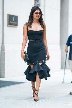 Priyanka chopra's best looks of all time - priyanka chopra red carpet fashion Priyanka Chopra Red Carpet, Actress Priyanka Chopra, Bollywood Actress, Bollywood Celebrities, Bollywood Fashion, New York Fashion, Fashion News, Fashion Outfits, Lifestyle Fashion