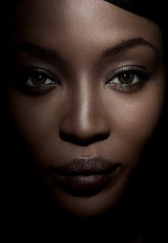 Naomi Campbell Naomi Campbell, Beautiful Black Women, Beautiful People, Low Key Portraits, Major Models, Metal Fashion, Women's Fashion, Linda Evangelista, Black Models