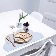 Eco Wooden Fox Plate - available at bluebrontide.com photography by @coterlekids
