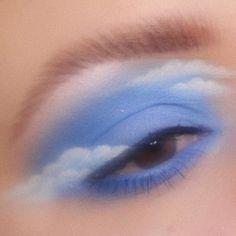 eye makeup art in hand \ eye makeup on hand art ; eye makeup art in hand Makeup Eye Looks, Eye Makeup Art, Hooded Eye Makeup, Cute Makeup, Pretty Makeup, Skin Makeup, Beauty Makeup, Eyeshadow Makeup, Angel Makeup