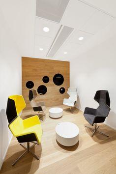 DTZ Offices - Prague #seatingarea #design #moderndesign http://www.ironageoffice.com