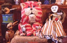 Bagpuss Bagpuss, big soft furry cat puss, wake up and look at this thing that i bring wake up be bright be golden and light oh Bagpuss oh hear what I sing sung by the mice on the mouse organ 1980s Childhood, My Childhood Memories, Great Memories, Kids Tv Programs, Old Fat, Cat Furry, Old Tv Shows, 90s Kids, The Good Old Days