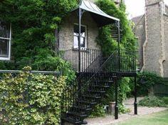escalier metal exterieur, magnifique escalier en noir, style rustique