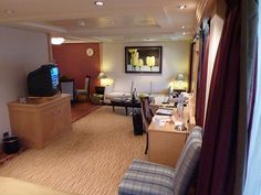Queen Mary QM2 Q4 Penthouse Suite 10092 (12) by garybembridge, via Flickr