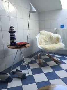 Charles Eames, Rocking Chair, Bathroom, Schaukelstuhl, Bad, weiß, Fell, Schaffell, RAR