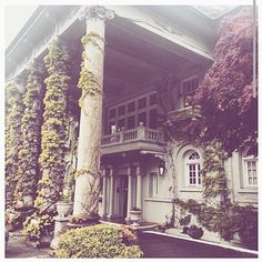 awesome vancouver wedding Old world charm, only minutes away from Downtown Vancouver + city center. . Hycroft Manor is a dream location for any vintage themed wedding. . #AKissNowThis #Weddings #Wedding #Weddinginspiration #Bridalinspiration #Bridalinspiration #Bridetobe #WeddingLocation #Vancouver  #vancouverwedding #vancouverweddingvenue #vancouverwedding
