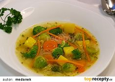 Zeleninová polévka s kapustičkami a brokolicí recept - TopRecepty.cz