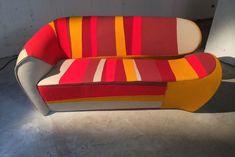 A Moroso apostou na instalaçã Chair Lift, de Martino Gamper e Peter McDonald para valorizar sua marca