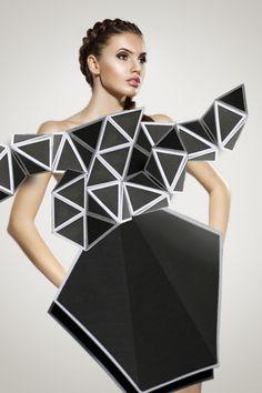 ℘ Paper Dress Prettiness ℘ geometric origami art dress made of paper Paper Fashion, Origami Fashion, 3d Fashion, Weird Fashion, Fashion Design, Fashion Details, Mode Origami, 3d Cuts, Origami Dress