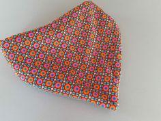 Bavoir bandana coton imprimé ronds multicolores rouges et roses : Mode Bébé par ma-choupinette