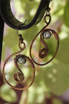 wire wrapped jewelry handmade / Ça ressemble au pendentif que je suis en train de faire, donc pourquoi pas ces BO  pour assortir...
