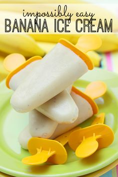 Healthy Snacks For Kids Impossibly easy banana ice cream - simple, nutritious - and your kids will love it! - Impossibly easy banana ice cream - simple, nutritious - and your kids will love it! Frozen Desserts, Frozen Treats, Tupperware, Kreative Snacks, Banana Ice Cream, Popsicle Recipes, Popsicle Molds, Homemade Ice, Homemade Popsicles Healthy