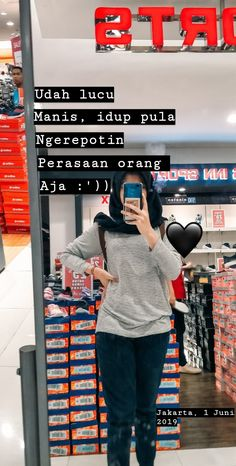 Hiyaaaaa 🖤 -zraa Message Quotes, Reminder Quotes, Text Quotes, Mood Quotes, Daily Quotes, Funny Quotes, Life Quotes, Quotes Lucu, Cinta Quotes