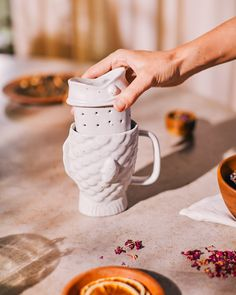The Taiyaki mug is shaped like a Japanese taiyaki cake (a waffle cake with filling, shaped like a fish), and includes a matching ceramic removable tea infuser. Tea Strainer, Tea Infuser, The Cool Republic, Modern Coasters, Waffle Cake, Couple Mugs, Cream Tea, Gifts For My Wife, Cake Fillings