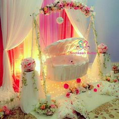 Naming Ceremony Decoration Struggling for ideas for cradle ceremony? Here we have got remarkable naming ceremony decoration ideas & themes to make your little one's day memorable. Naming Ceremony Decoration, Marriage Decoration, Wedding Stage Decorations, Flower Decorations, Cradle Decoration, Indian Baby Showers, Cradle Ceremony, Deco Baby Shower, Baby Decor