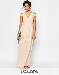 Imagen 1 de Vestido largo con diseño cruzado con hombros descubiertos de TFNC WEDDING