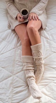 Super cozy cable knit socks, ooohhh, I like that look. Cable Knit Socks, Knitting Socks, Pilou Pilou, Winter Warmers, Cozy Sweaters, Sweater Weather, Autumn Winter Fashion, Lady, Christian Dior