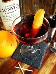 How to Smoke a Cocktail - smokey cocktails have so much flavor and these tips from The Straight Up will get you smoking cocktails like a pro :Charcoal Boulevardier 5