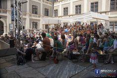 Die Gruppe #Handmaids Berlin bringt mit dem '#Räuber #Hotzenplotz' einen Klassiker auf die Bühnen im Rahmen von LA STRADA #Graz. Bei ihrem Kampf um Gerechtigkeit und Wiedergutmachung lässt sich die resolute #Großmutter vom jungen Grazer Publikum tatkräftig unterstützen – kein Kunststück, denn Dramaturgie und schauspielerischer Einsatz der Akteure begeistern nicht nur das Jungvolk sondern auch die begleitenden Erwachsenen… #GruppeHandmaidsBerlin #RäuberHotzenplotz #jungesGrazerPublikum… Berlin, Austria, Street View, Events, Gallery, Graz, Acting, Group, Boys