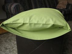 Acire Adventures: Easy Pillow Case Tutorial hem both ends. fold over with wrong sides together. fold the other end over the first creating an cuff. create a french seam by sewing then turn sew Sewing Hacks, Sewing Tutorials, Sewing Crafts, Sewing Projects, Sewing Ideas, Sewing Tips, Diy Projects, Fabric Crafts, Sewing Box