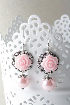 Pink rose earrings - bridesmaid earrings - shabby-chic - flower jewelry - vintage style earrings - pink wedding - pearl earrings