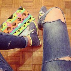 """Foto: Ok, sono nella fase """" ma quant'è bello tagliuzzare i jeans""""  grazie a #LeCrown per le sneakers!"""