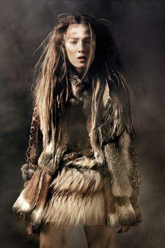 Viking Vixen Photography This Fierce Editorial Features Lots of Viking Style Fur Fashion Ara Bleu, Warrior High, Warrior Images, Tribal Looks, Tribal Style, Boho Style, Mode Editorials, Fashion Editorials, Warrior Princess