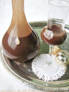 liquore al cacao Cacao Powder Benefits, Cocktail Juice, Homemade Liquor, Pastry Art, Limoncello, Dessert Recipes, Desserts, Cakes And More, Gelato