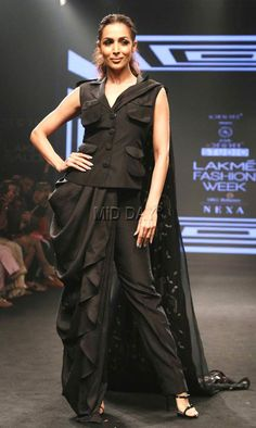 Malaika Arora walked the ramp on Day 5 of the Summer/Resort 2018 edition of Lakme Fashion Week finale in Mumbai Indo Western glam. Trendy Sarees, Stylish Sarees, Stylish Dresses, Saree Draping Styles, Saree Styles, Fashion Show Dresses, Fashion Outfits, Fashion Boots, Dress Outfits