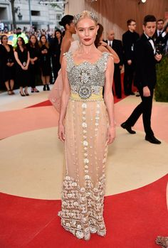 Kate Bosworth no Tapete vermelho Met Gala 2016 Looks vestidos