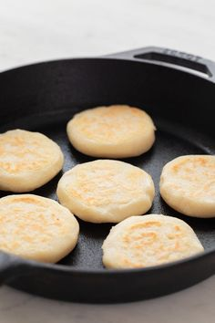 Learn how to make arepas. It's a simple recipe that only requires 3 ingredients. Stuff them with your favorite fillings or enjoy them just by themselves. How To Make Cake, Food To Make, Colombian Cuisine, Colombian Arepas, Vegan Sour Cream, Corn Cakes, Homemade Guacamole, Vegan Bread, Veggie Side Dishes