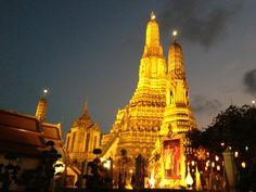 วัดอรุณราชวรารามฯ (Wat Arun Rajwararam)   เป็นวัดพระอารามหลวงชั้นเอกพิเศษ ชนิดราชวรมหาวิหาร วัดประจำราชกาลที่ ๒ เข้ามาชมพระปรางค์วัดอรุณ หรือวัดแจ้ง ในสมัยโบราณเรียกว่าวัดมะกอก เป็นวัดโบราณ สร้างในสมัยอยุธยา เมื่อสมเด็จพระเจ้าตากสินมหาราชโปรดเกล้าฯ ให้สร้างพระราชวังที่ประทับนั้น ทรงเอาป้อมวิชัยประสิทธิ์ข้างฝั่งตะวันตกเป็นที่ตั้งตัวพระราชวัง แล้วขยายเขตพระราชฐานจนวัดแจ้งเป็นวัดภายในพระราชวัง ข้อมูลเพิ่มเติม http://th.wikipedia.org/wiki/วัดอรุณราชวรารามราชวรมหาวิหาร…