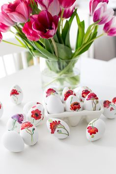 cute Easter eggs with flowers Egg Crafts, Easter Crafts, Spring Projects, Craft Projects, Diy Ostern, Easter Parade, Egg Decorating, Watercolour Painting, Painting Eggs
