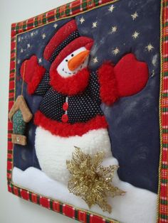 Cuadro hecho con la técnica patchwork sin aguja,  muñeco de nieve. Christmas Sewing, Christmas Wood, Country Christmas, Christmas Snowman, Handmade Christmas, Christmas Crafts, Christmas Ornaments, Holiday Door Decorations, Holiday Themes