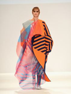 A model walks the runway at the Swedish School of Textiles show at Fashion Scout during London Fashion Week Spring/Summer collections 2017 on September 2016 in London, United Kingdom. Fashion Fabric, Fashion Prints, Fashion Art, Vintage Fashion, Fashion Design, Fashion Scout, Geometric Fashion, Creative Textiles, Fashion Tips For Girls