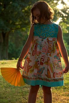 Free Pattern - Size 2 - 8 - Paper Fan dress pattern from Anna Maria Horner on Janome + Me Simple Dress Pattern, Girl Dress Patterns, Sundress Pattern, Sewing Kids Clothes, Sewing For Kids, Children Clothes, Sewing Patterns Free, Clothing Patterns, Coat Patterns