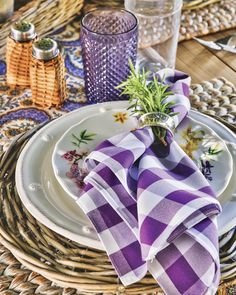 Nestle sprigs of fresh rosemary into napkin rings for a fragrant flourish. #southernladymag #tabletopinspo #tablescape #tabletop #tabletops #tablescapes #tabletoptuesday #tablescapetuesday #rosemary #purpletable #tablestyling #styling Beautiful Beach Houses, Veranda Magazine, Purple Table, Southern Ladies, Bar Drinks, Flourish, Tablescapes, Napkins, Table Settings