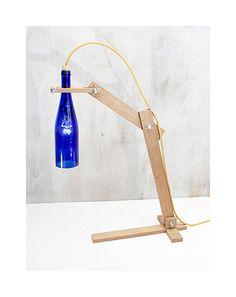 Lampara escritorio botella vino reciclada  Tierra por EunaDesigns